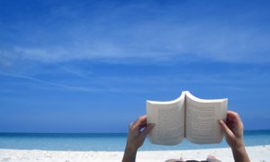 reading+on+beach+03